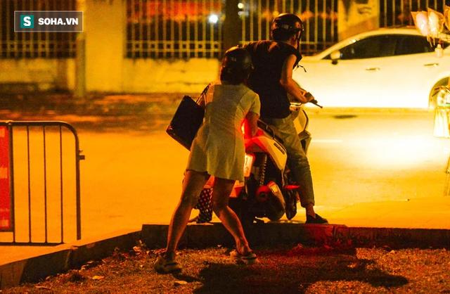Hà Nội: Hàng trăm nam thanh nữ tú ra công viên tập thể dục, ăn nhậu, tâm sự thấy công an bỏ chạy toán loạn - Ảnh 12.