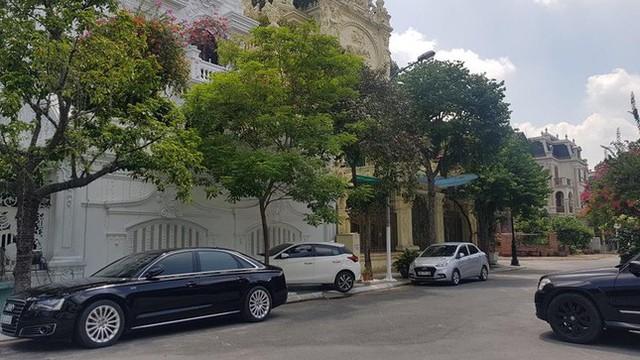 Cận cảnh biệt thự nhà giàu cơi nới phá vỡ quy hoạch trong khu đô thị ở Hà Nội - Ảnh 9.