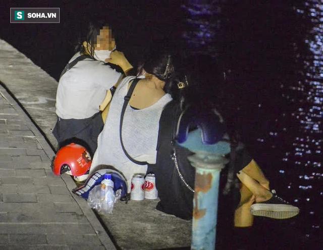 Hà Nội: Hàng trăm nam thanh nữ tú ra công viên tập thể dục, ăn nhậu, tâm sự thấy công an bỏ chạy toán loạn - Ảnh 10.