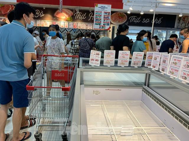 Người dân Thủ đô đổ xô mua lương thực tích trữ sau lệnh tăng cường giãn cách - Ảnh 16.