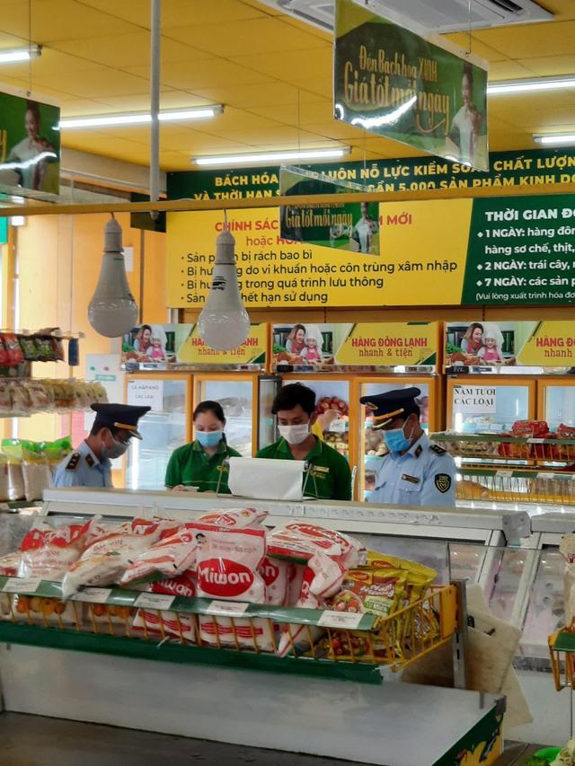 Thêm một cửa hàng Bách Hóa Xanh bị phạt vì bán cao hơn giá niêm yết giữa dịch bệnh - Ảnh 1.