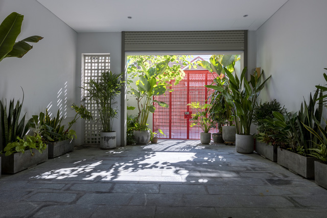 Ngôi nhà 40 tuổi trong ngõ nhỏ lột xác hoàn toàn sau cải tạo: Không gian thoáng, tràn ánh sáng, vừa gần gũi với thiên nhiên vừa đảm bảo riêng tư cho gia đình 3 thế hệ - Ảnh 14.