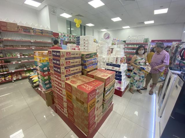 Hà Nội cung ứng đủ hàng hoá, khuyến cáo người dân không đi mua tích trữ - Ảnh 1.