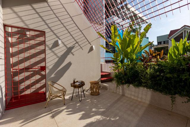 Ngôi nhà 40 tuổi trong ngõ nhỏ lột xác hoàn toàn sau cải tạo: Không gian thoáng, tràn ánh sáng, vừa gần gũi với thiên nhiên vừa đảm bảo riêng tư cho gia đình 3 thế hệ - Ảnh 6.