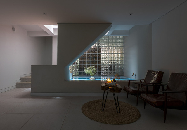 Ngôi nhà 40 tuổi trong ngõ nhỏ lột xác hoàn toàn sau cải tạo: Không gian thoáng, tràn ánh sáng, vừa gần gũi với thiên nhiên vừa đảm bảo riêng tư cho gia đình 3 thế hệ - Ảnh 12.