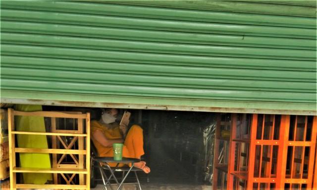 Hàng quán 7 kín, 3 hở độc lạ ở TPHCM - Ảnh 1.