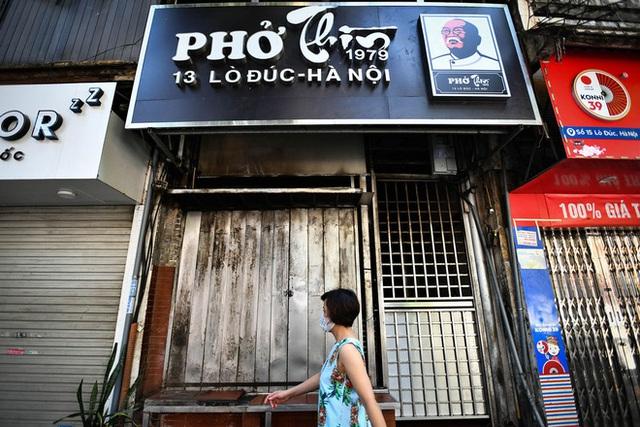 Những tiệm phở nổi tiếng Hà thành ra sao những ngày Hà Nội giãn cách? - Ảnh 1.