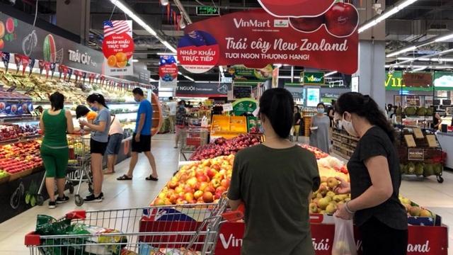 Hàng hóa đầy ắp các siêu thị trong ngày đầu Hà Nội siết chặt chống dịch - Ảnh 3.