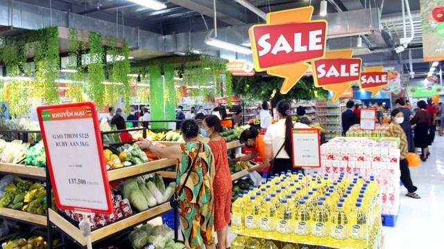 Hàng hóa đầy ắp các siêu thị trong ngày đầu Hà Nội siết chặt chống dịch - Ảnh 4.
