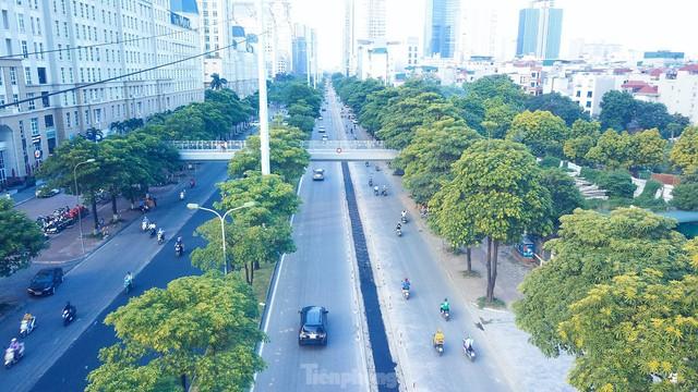Đường phố Hà Nội thông thoáng trong ngày đầu thực hiện Công điện số 15 - Ảnh 8.