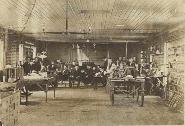 Không chỉ là nhà khoa học vĩ đại nhất thế giới, Thomas Edison hóa ra còn vô cùng cao tay trong kinh doanh: Ngay cả phát minh bóng đèn cũng chẳng phải một sự tình cờ - Ảnh 2.