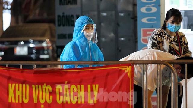Hà Nội phong tỏa chợ thuốc lớn trên phố Láng Hạ do liên quan ca COVID-19  - Ảnh 1.