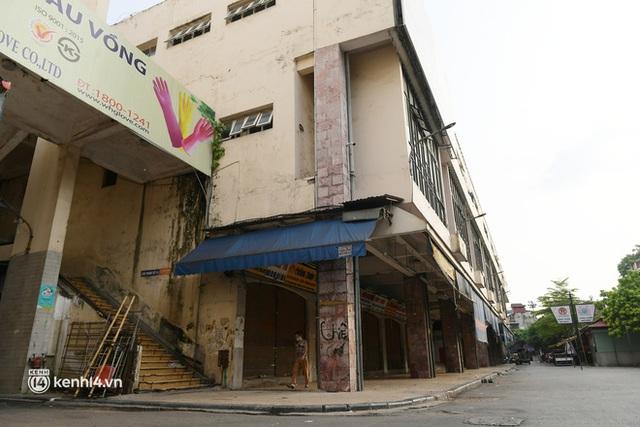 Hà Nội: Chợ Đồng Xuân im lìm khác lạ, hơn 2.100 gian hàng tạm đóng cửa - Ảnh 2.