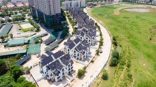 Bên trong 2 dự án biệt thự, nhà liền kề tăng giá nóng ở phía Tây Hà Nội - Ảnh 2.