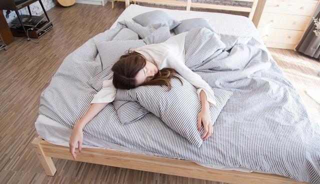 7 việc đừng bao giờ làm trong những ngày giãn cách xã hội vì sẽ khiến hệ miễn dịch của bạn suy yếu, tăng nguy cơ mắc bệnh - Ảnh 1.