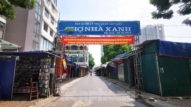 Thiên đường mua sắm của sinh viên Hà Nội cửa đóng then cài giữa đại dịch COVID-19  - Ảnh 1.
