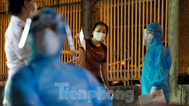 Hà Nội phong tỏa chợ thuốc lớn trên phố Láng Hạ do liên quan ca COVID-19  - Ảnh 11.