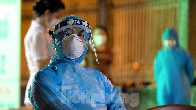 Hà Nội phong tỏa chợ thuốc lớn trên phố Láng Hạ do liên quan ca COVID-19  - Ảnh 14.
