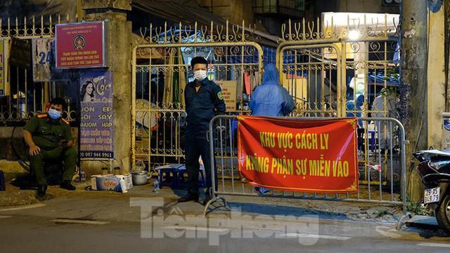 Hà Nội phong tỏa chợ thuốc lớn trên phố Láng Hạ do liên quan ca COVID-19  - Ảnh 3.