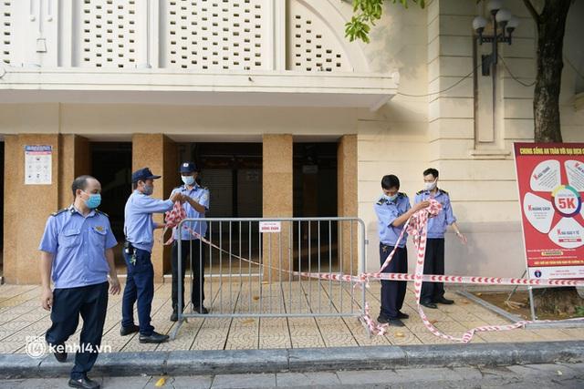 Hà Nội: Chợ Đồng Xuân im lìm khác lạ, hơn 2.100 gian hàng tạm đóng cửa - Ảnh 4.