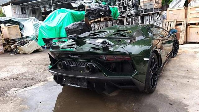 Lamborghini Aventador SVJ màu độc nhất vô nhị vừa về Việt Nam nằm trong showroom siêu xe trăm tỷ tại Sài Gòn - Ảnh 4.