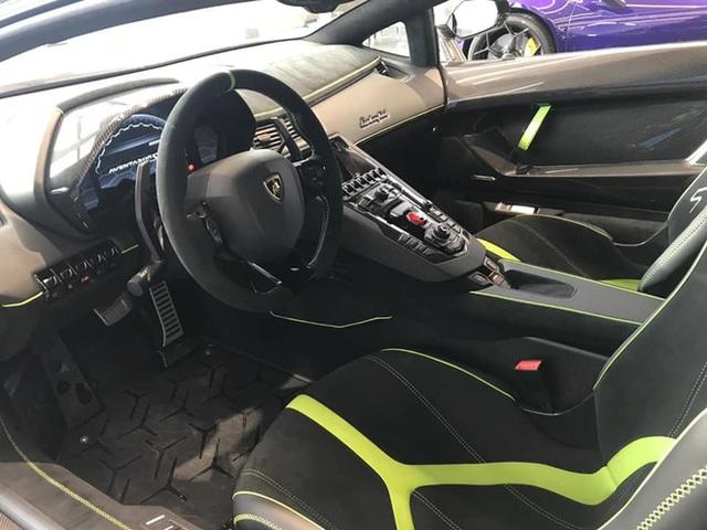 Lamborghini Aventador SVJ màu độc nhất vô nhị vừa về Việt Nam nằm trong showroom siêu xe trăm tỷ tại Sài Gòn - Ảnh 5.