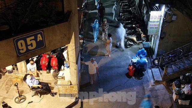 Hà Nội phong tỏa chợ thuốc lớn trên phố Láng Hạ do liên quan ca COVID-19  - Ảnh 6.
