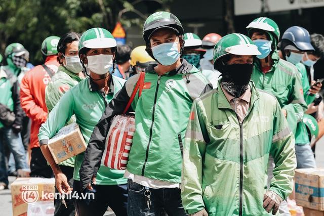 """Đội quân shipper """"đổ bộ"""" đến những bệnh viện dã chiến để giao hàng hóa cho bệnh nhân Covid-19 ở Sài Gòn - Ảnh 6."""