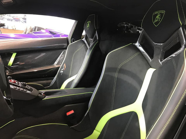 Lamborghini Aventador SVJ màu độc nhất vô nhị vừa về Việt Nam nằm trong showroom siêu xe trăm tỷ tại Sài Gòn - Ảnh 6.