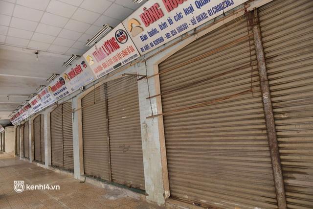 Hà Nội: Chợ Đồng Xuân im lìm khác lạ, hơn 2.100 gian hàng tạm đóng cửa - Ảnh 7.