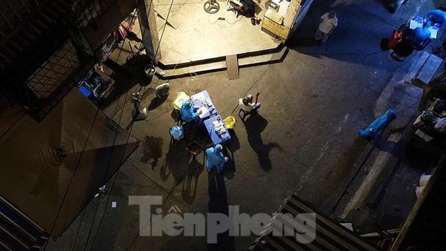 Hà Nội phong tỏa chợ thuốc lớn trên phố Láng Hạ do liên quan ca COVID-19  - Ảnh 8.