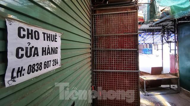 Thiên đường mua sắm của sinh viên Hà Nội cửa đóng then cài giữa đại dịch COVID-19  - Ảnh 8.