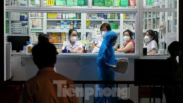 Hà Nội phong tỏa chợ thuốc lớn trên phố Láng Hạ do liên quan ca COVID-19  - Ảnh 9.