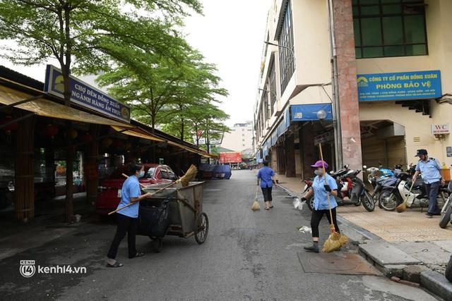Hà Nội: Chợ Đồng Xuân im lìm khác lạ, hơn 2.100 gian hàng tạm đóng cửa - Ảnh 9.