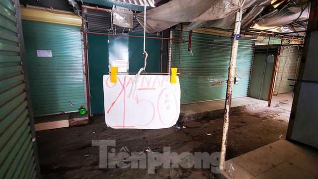 Thiên đường mua sắm của sinh viên Hà Nội cửa đóng then cài giữa đại dịch COVID-19  - Ảnh 9.