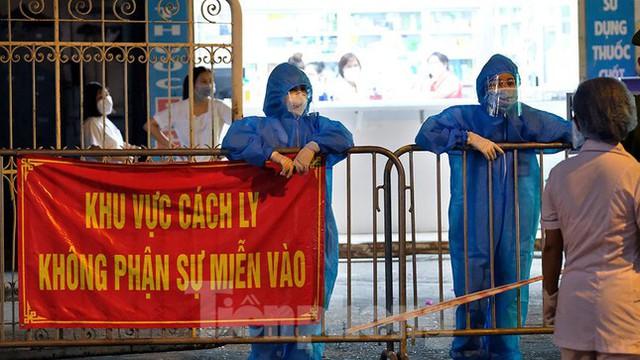 Hà Nội phong tỏa chợ thuốc lớn trên phố Láng Hạ do liên quan ca COVID-19  - Ảnh 10.