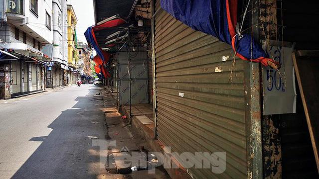 Thiên đường mua sắm của sinh viên Hà Nội cửa đóng then cài giữa đại dịch COVID-19  - Ảnh 10.