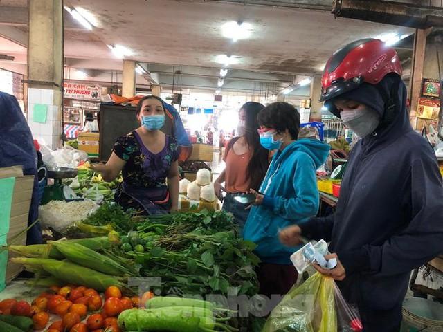 Chợ dân sinh tại TP HCM vắng khách, nhiều mặt hàng giá cao - Ảnh 11.