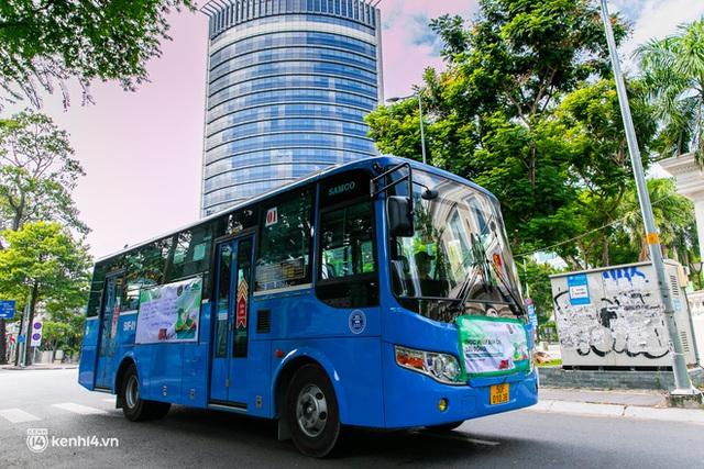 Ảnh, clip: Những chiếc xe buýt chở đầy rau củ với giá bình ổn cho người dân Sài Gòn những ngày giãn cách xã hội - Ảnh 17.