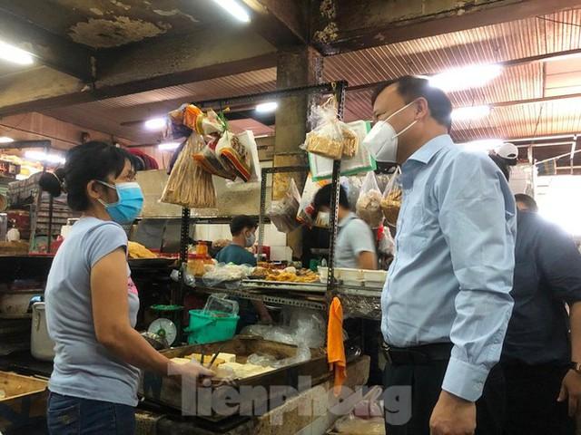 Chợ dân sinh tại TP HCM vắng khách, nhiều mặt hàng giá cao - Ảnh 5.