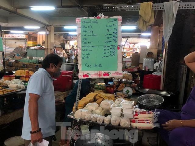 Chợ dân sinh tại TP HCM vắng khách, nhiều mặt hàng giá cao - Ảnh 6.