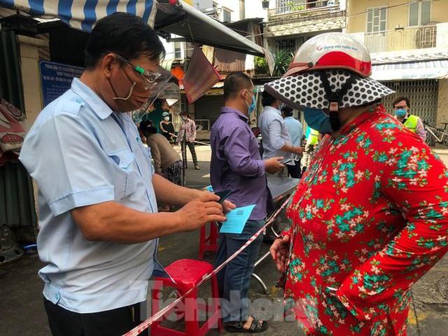 Chợ dân sinh tại TP HCM vắng khách, nhiều mặt hàng giá cao - Ảnh 7.