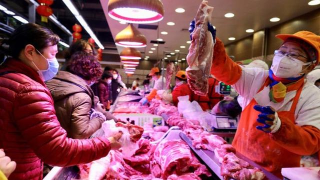Trung Quốc cảnh báo các hộ nuôi lợn không đánh cược vào thị trường - Ảnh 1.