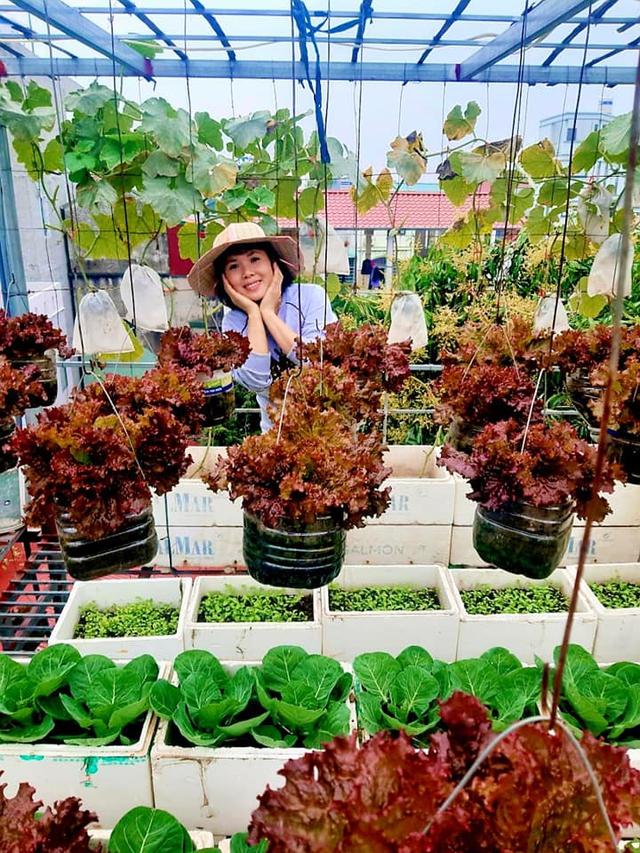 Khu vườn trên sân thượng đầy ắp rau quả xanh mướt ngay ở Hà Nội khiến ai cũng ước ao: Mùa nào thức nấy, rau xanh quả ngọt lại đảm bảo sạch sẽ! - Ảnh 3.