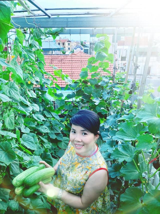 Khu vườn trên sân thượng đầy ắp rau quả xanh mướt ngay ở Hà Nội khiến ai cũng ước ao: Mùa nào thức nấy, rau xanh quả ngọt lại đảm bảo sạch sẽ! - Ảnh 8.