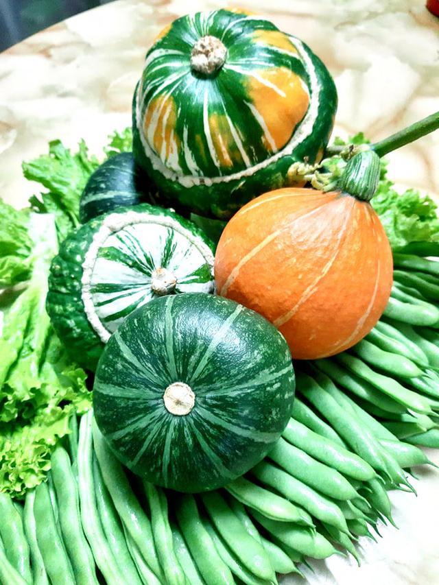 Khu vườn trên sân thượng đầy ắp rau quả xanh mướt ngay ở Hà Nội khiến ai cũng ước ao: Mùa nào thức nấy, rau xanh quả ngọt lại đảm bảo sạch sẽ! - Ảnh 12.