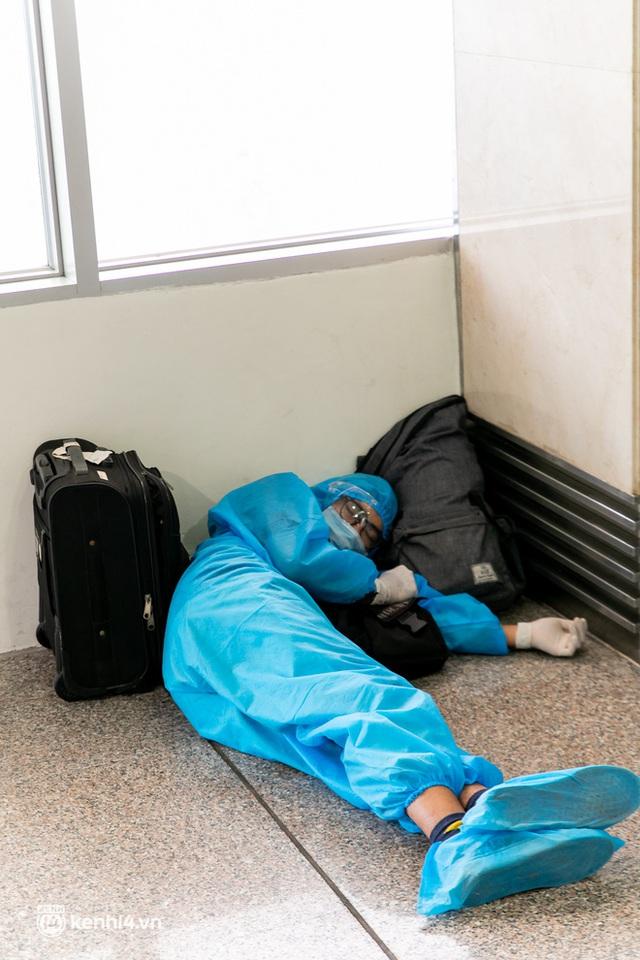 Ảnh: Hơn 600 người dân Đà Nẵng bị mắc kẹt tại TP.HCM được trở về quê hương trên chuyến bay 0 đồng - Ảnh 11.