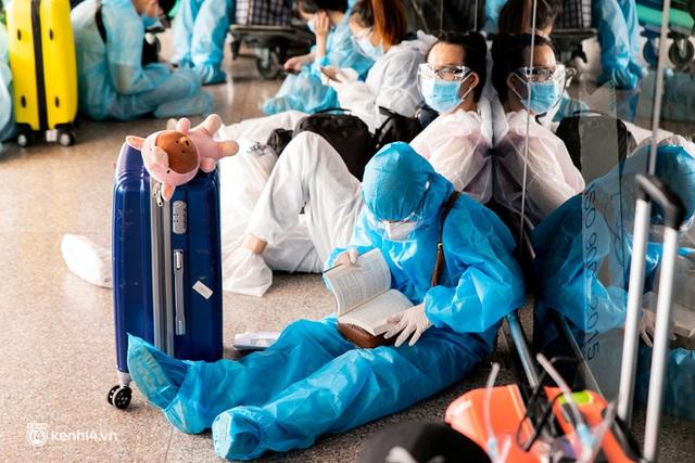 Ảnh: Hơn 600 người dân Đà Nẵng bị mắc kẹt tại TP.HCM được trở về quê hương trên chuyến bay 0 đồng - Ảnh 12.