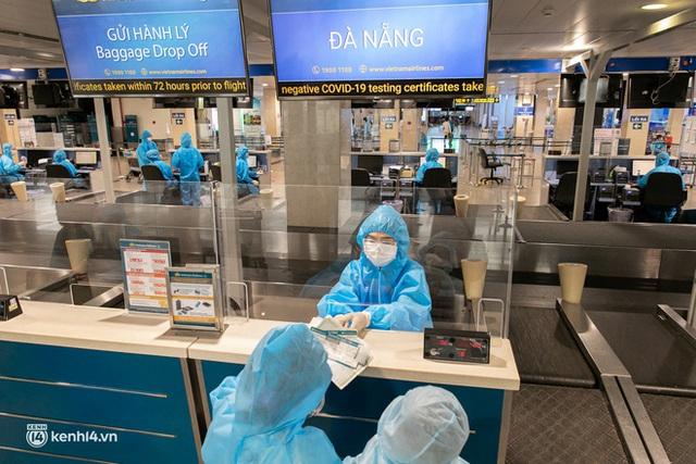 Ảnh: Hơn 600 người dân Đà Nẵng bị mắc kẹt tại TP.HCM được trở về quê hương trên chuyến bay 0 đồng - Ảnh 17.