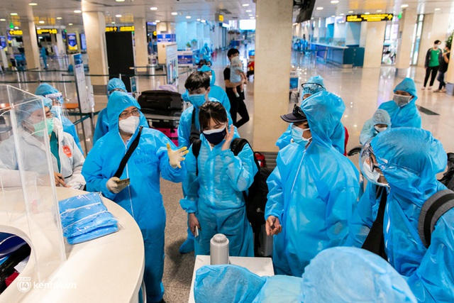 Ảnh: Hơn 600 người dân Đà Nẵng bị mắc kẹt tại TP.HCM được trở về quê hương trên chuyến bay 0 đồng - Ảnh 18.